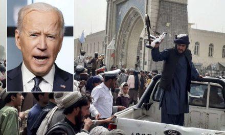 Biden ordena despliegue de 5,000 soldados en Afganistán para asegurar retiro; culpa a Trump de caos y éste responde
