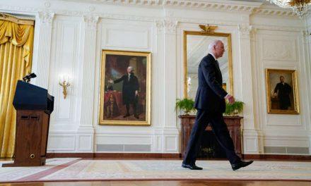 Biden ignoró consejo de generales de mantener soldados en Afganistán, revela Wall Street Journal