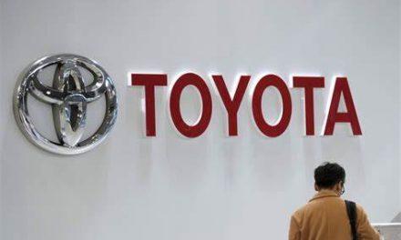 Toyota se hunde; escasez de chips obliga a recortar producción