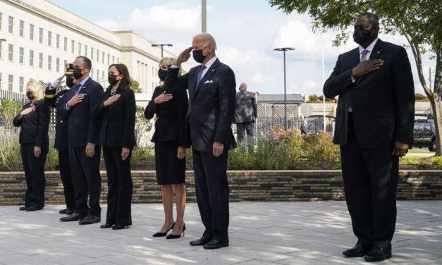 Biden y Harris rinden homenaje a las víctimas del 11-S en el Pentágono