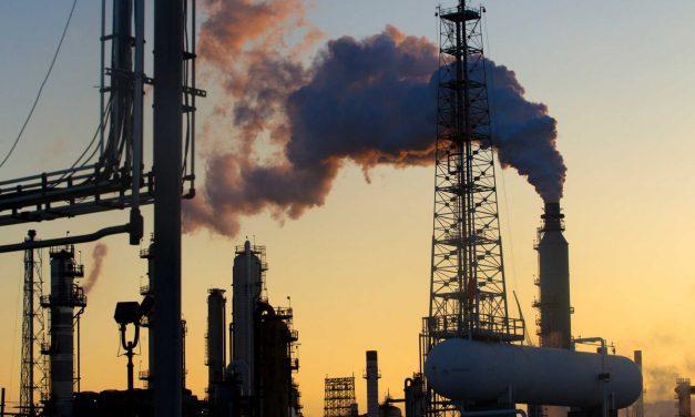 El petróleo de Texas baja un 2,3 % y cierra en 70,29 dólares el barril