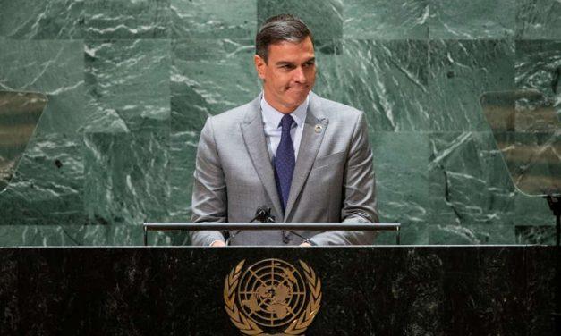 Presidente del Gobierno español promete reconstruir La Palma cuando termine la erupción