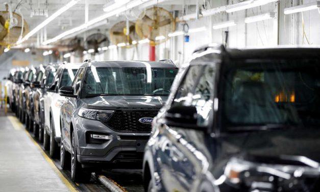 La escasez de chips y el huracán Ida deprimen producción manufacturera de Estados Unidos